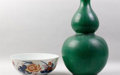 CHINESE GREEN-GLAZED DOUBLE GOURD VASE AND AN IMARI BOWL