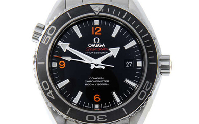 OMEGA - a gentleman's stainless steel Seamaster Professional Planet Ocean Co-Axial bracelet watch.
