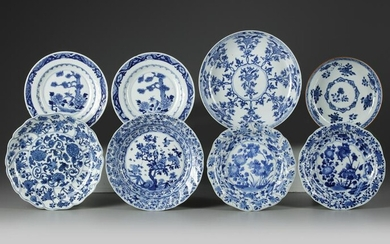 A GROUP OF EIGHT CHINESE BLUE AND WHITE DISHES, KANGXI