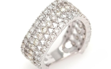 A diamond ring set with numerous brilliant-cut diamonds weighing a total of app. 1.85 ct., mounted in 18k white gold. Size app. 51. – Bruun Rasmussen Auctioneers of Fine Art