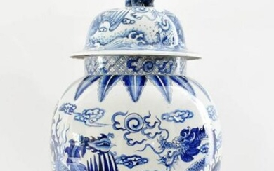 CHINESE BLUE AND WHITE COVERED VASE