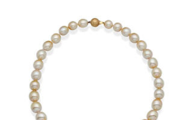 A SOUTH SEA PEARL NECKLACE