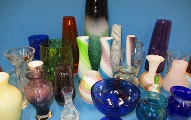 A large quantity of vintage studio glass items, in good pre-...