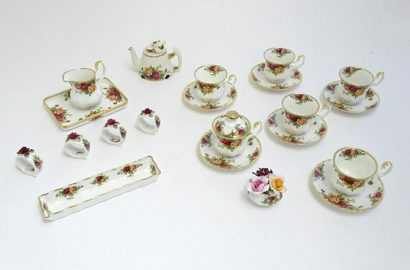 A quantity of Royal Albert wares in the pattern Old