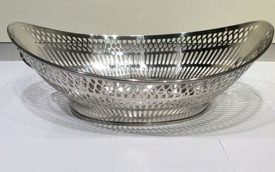 Silver bread basket with lion heads and ring as handle (1) - .835 silver - Netherlands - Mid 20th century