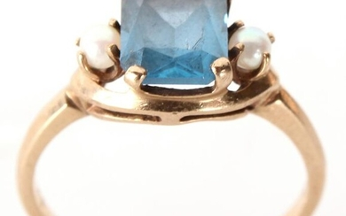 10K YELLOW GOLD BLUE SPINEL & PEARL LADIES RING