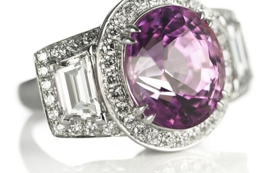 An important natural pink Burma sapphire and diamond ring set with an oval-cut sapphire weighing app. 11.50 ct. and numerous diamonds, mounted in platinum. – Bruun Rasmussen Auctioneers of Fine Art