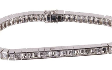Diamond tennis bracelet with baguette cut diamonds in 18ct white gold setting, estimated total diamond weight approximately 12 carats