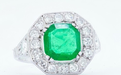 IMPORTANT COLUMBIAN EMERALD AND DIAMOND CLUSTER RING, set wi...