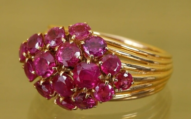 Ring In 18 K (750‰) yellow gold set with rubies...