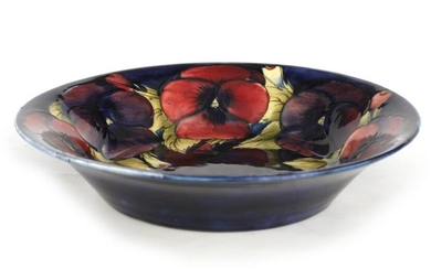 A 1930S/40S MOORCROFT LARGE SHALLOW DISH WITH EVER