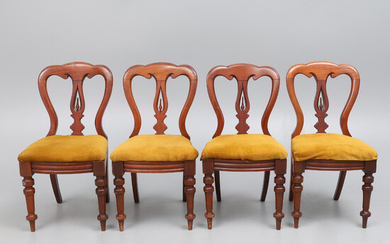 A SET OF FOUR VICTORIAN MAHOGANY DINING CHAIRS.