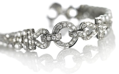 A pearl and diamond bracelet set with numerous cultured pearls and brilliant-cut diamonds weighing a total of app. 2.10 ct., mounted in 18k white gold. – Bruun Rasmussen Auctioneers of Fine Art