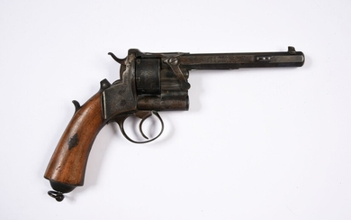 BEAUTIFUL CENTRAL BORNE REVOLVER.11.5mm caliber. Loading system by side tilting of the barrel and the cylinder. Engraved frame. System of extraction of the casings by a side pedal. Plates of stick in clear wood. On the barrel one finds the...