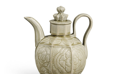 A RARE YUE CARVED OCTAGONAL EWER AND COVER