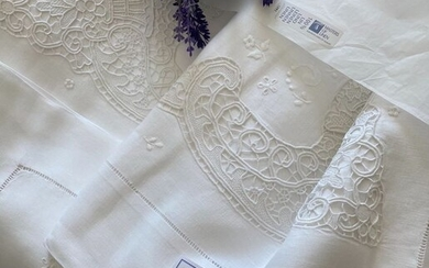 Hand embroidered pure linen sheet - Linen - Second half 20th century
