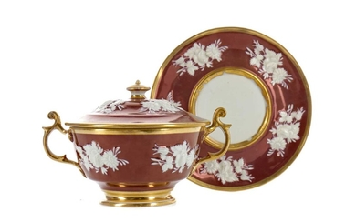AN EARLY 20TH CENTURY VIENNA PORCELAIN SAUCE TUREEN, COVER AND STAND