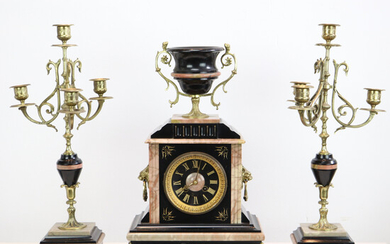 ANTIQUE FRENCH MARBLE CHIMNEY CLOCK PENDULUM CLOCK WITH 2 THREE-ARMED CANDLE LIGHTS 19TH CENTURY.