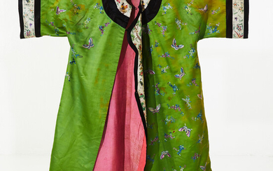 KIMONO, early 20th century, silk, richly embroidered.