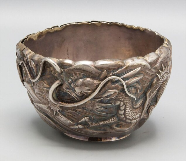 Schale mit Drache / A silver sugar bowl with a dragon, wohl China (Export Silber),...
