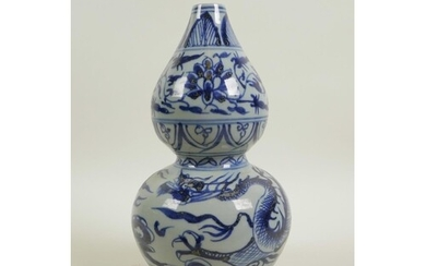 A Chinese Ming style blue and white porcelain vase with drag...