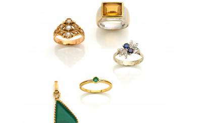 Bi-coloured gold lot consisting of four rings and a pendant finished with diamonds, pearls and other various gems, in all…Read more
