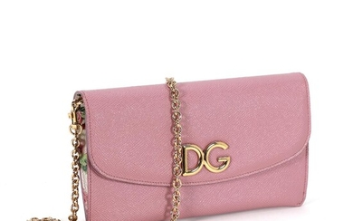 """Dolce & Gabbana: A """"Dauphine Wallet On Chain"""" of light pink leather with gold tone hardware and a removable chain strap. (3) – Bruun Rasmussen Auctioneers of Fine Art"""