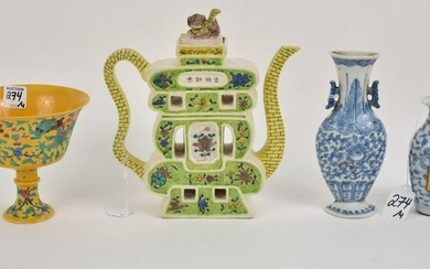 Four Chinese Porcelain Articles - Group includes: a
