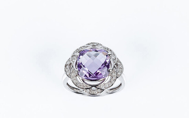 Ring in white gold with faceted quadrangular amethyst, in...