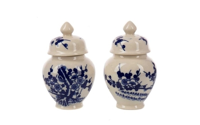 A PAIR OF 20TH CENTURY CHINESE BLUE AND WHITE VASES WITH COVERS