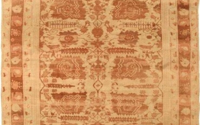 ANTIQUE INDIAN AGRA RUG. 8 ft 7 in x 5 ft 10 in (2.62 m x 1.78 m).