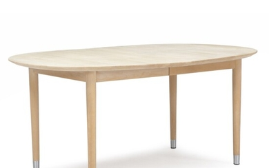 """Brdr. Andersen Møbelsnedkeri: An oval solid beech dining table on legs with metal """"shoes"""". (10)..."""