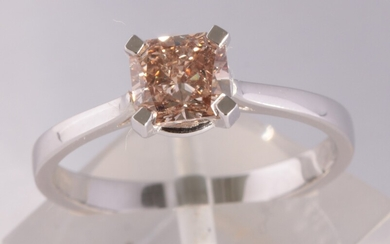 Ring with a cushion cut diamond 1.10ct