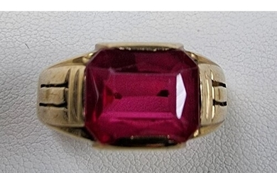 A 10K synthetic ruby dress ring, size S 1/2, 4.7 gm