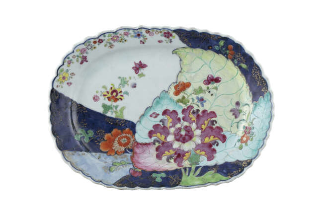 A CHINESE EXPORT PORCELAIN 'TOBACCO LEAF' PLATTER China,...