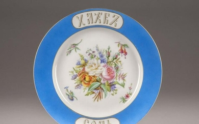 A LARGE PORCELAIN PLATE WITH FLOWERS