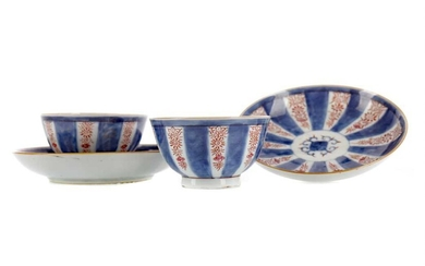 A SET OF THREE CHINESE PORCELAIN TEA BOWLS AND TWO SAUCERS