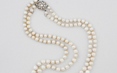 CULTURED PEARL NECKLACE WITH PERAL, DIAMOND AND GOLD CLASP