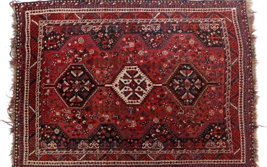 (-), Hand-knotted wool carpet with oriental decor Shiraz,...