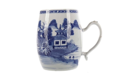 A LATE 19TH CENTURY CHINESE BLUE & WHITE PORCELAIN TANKARD