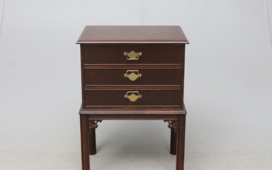 Chest of drawers, oriental style, second half of the 20th century.