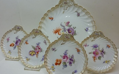 Nymphenburg - bowl with 4 plates in shell shape - hand painted with the Dresden bouquets - Porcelain