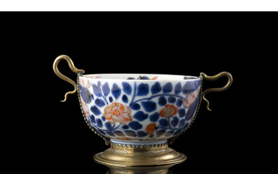 A small Imari bowl with floral decoration with european bronze mount with serpentines handles Japan, 18th century (d. 16.5 cm.)Read more