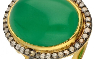Gold-plated silver cocktail ring set with diamond and approx. 12.69 ct. chrysoprase - 925/1000.
