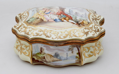 Sèvres-like French porcelain jewellery box, early 20th Century.