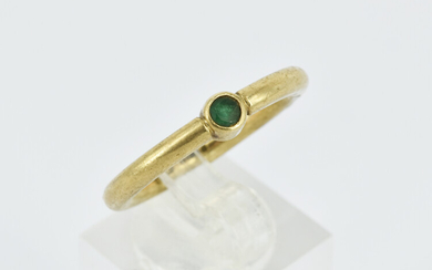 A GENT'S EMERALD RING