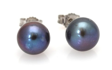 A pair of pearl ear studs each set with a cultured Tahiti pearl, mounted in 18k white gold. Pearl diam. app. 9 mm. (2) – Bruun Rasmussen Auctioneers of Fine Art
