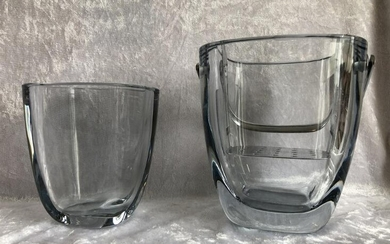 NOT SOLD. Asta Strömberg: A glass vase and ice bucket with handle of plated silver. Signed Strömberg. Manufactured by Strömbergshyttan, Sweden. (2) – Bruun Rasmussen Auctioneers of Fine Art