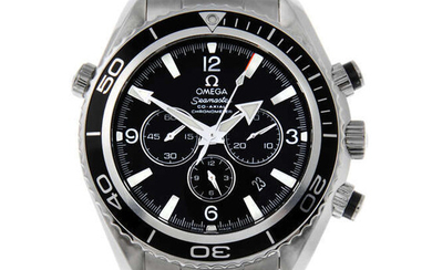OMEGA - a gentleman's stainless steel Seamaster Professional Planet Ocean Co-Axial chronometer chronograph bracelet watch.