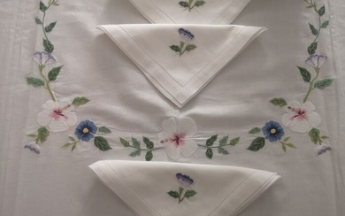 Spectacular tablecloth x12 in linen / cotton blend with hand finished Machine Full Stitch embroidery - linen blend 50% cotton and 50% linen - AFTER 2000